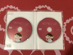 ヒラクアップCDセット開いた状態 2枚のCDがある